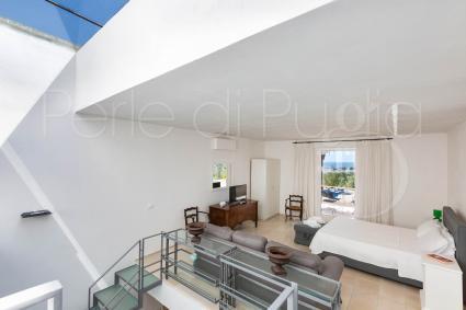 La camera da letto al piano superiore con veranda panoramica