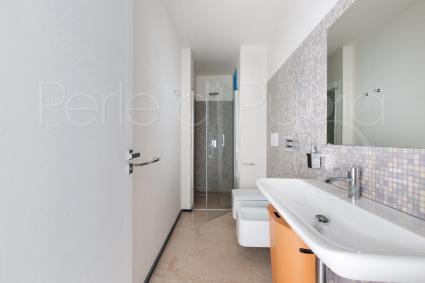 La suite ha un bagno doccia