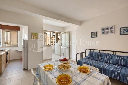 Bilo 1 - La casa si apre con soggiorno e cucinino
