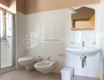 La camera Timo è completa di bagno doccia
