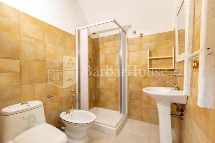 La camera è dotata di bagno doccia privato