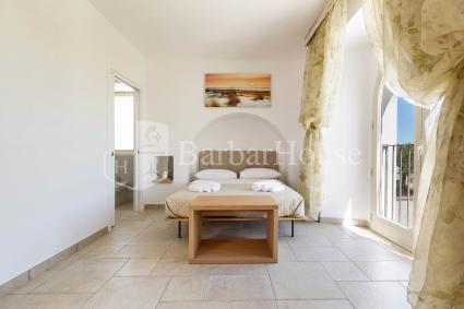 La camera è formata da due ambienti + bagno e terrazza