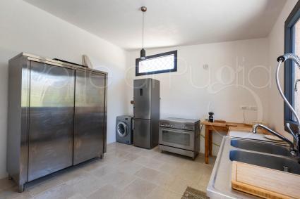 Attrezzi - La struttura è formata da una cucina professionale da un bagno di servizio