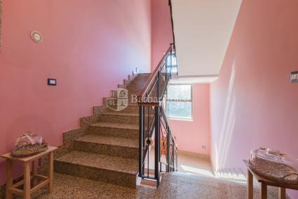 I piani sono accessibili con scale